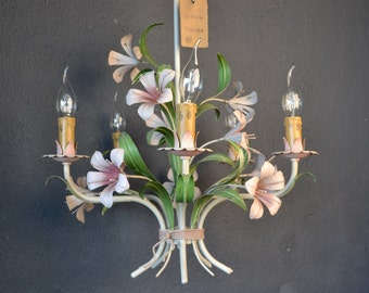 Tole chandelier with lilies (5 light bulbs)