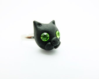 Cat with green eyes ring