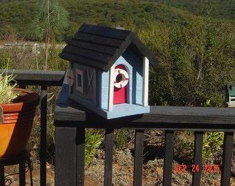 """Don""""s Unique Birdhouses"""