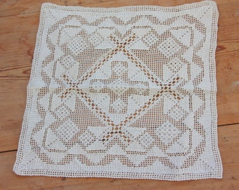 Gorgeous openwork lace/ näversöm  tablecloth/ dolly in linen  from Sweden