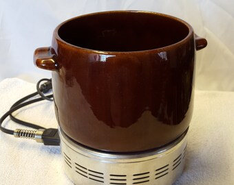 West Bend Bean pot, slow cooker with heating element base and removable crock