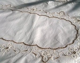 Vintage Off White French Tablecloth Scalloped Lace Cut Work Cotton 6 / 8 persons Tablecloth