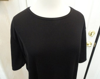 Black Plus Top . XL 1X . Plus Top .  Pull Over . 16W 18W Top . Polyester . Laura Scott .  9 .