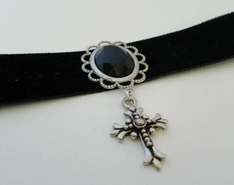 Simple Gothic BLACK VELVET choker with antique silver CROSS