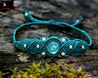 Micromacrame Bracelet with bead that glow in the dark, glow in the dark jewelry, macrame bracelet, macrame jewelry, handmade bracelet