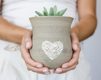Ceramic vase, modern vase, heart decoration vase, wedding gift, housewarming present, studio pottery, home decor, made for order