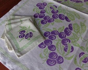 Vintage Printed Linen Tablecloth 4 Matching Napkins Purple Grapes!