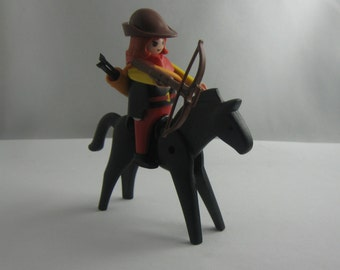 "1974 / 1993: ""Robin Hood"". Arbelist with crossbow (marked © 1993 geobra) on horseback (marked © 1974 geobra). Old PLAYMOBIL figures. VINTAGE"