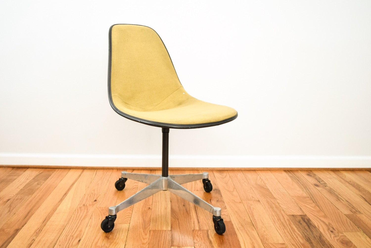 eames chair shell chair fiberglass chair authentic mid. Black Bedroom Furniture Sets. Home Design Ideas