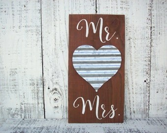 Mr and Mrs Sign / Wedding Decorations / Rustic Wedding Sign / Metal Heart / Wedding Gift / Rustic Wedding Decor / Bridal Shower Gift