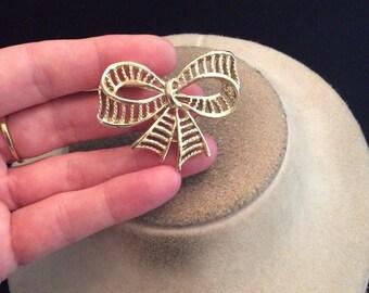 Vintage Goldtone Bow Pin