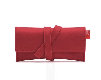 Deep red felt clutch inspired by traditional judogi belt, bridal shower gift idea, 小さな黒いバッグ。