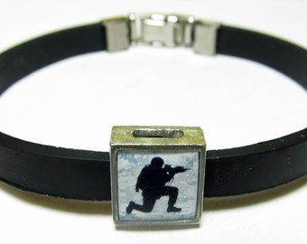 Military Kneeling Soldier Link With Choice Of Colored Band Charm Bracelet