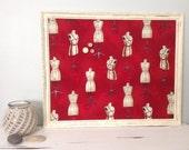 Tableau d'affichage babillard aimanté recouvert tissu de mannequins de couture  rouge ivoire organisation bureau mémo chambre décor chic