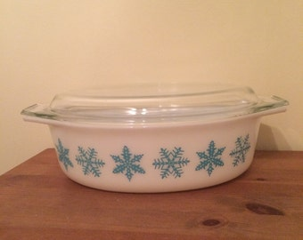 Vintage Pyrex Turquoise and White Oval #045 Snowflake Casserole 2 1/2 Quart