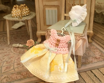 1/12, coat dress and beret-miniatures-Dollhouse-handmade-shabby chic style