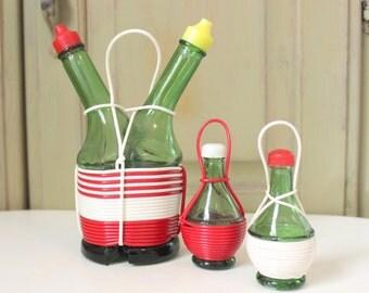 Vintage Cruet  Oil and Vinegar Set Green Glass Bottles Italian Chianti Wine Bottle Style Plastic Cord Matching Salt Pepper Set Table Decor
