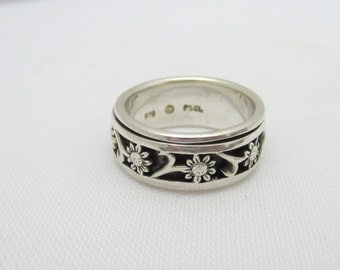 Vintage Sterling Silver Flowers Band Ring Size 7
