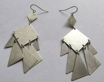 Antiquated look distressed silver plated gypsy charm triagles earrings