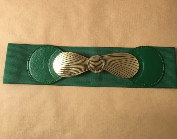 vintage wide green elastic stretch belt with gold bow clasp