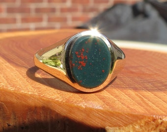 A vintage yellow gold and Bloodstone signet ring