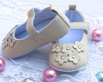 Baby shoes, Mary Janes, beige mary janes, flower baby shoes, first walkers, beige baby shoes, floral mary janes, photo prop shoes for baby