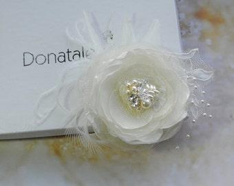 Bridal hair accessory- Bridal hair flower- Wedding headpiece- Bridal headpiece- Wedding hair clip- Flower fascinate Champagne- GIORGIA