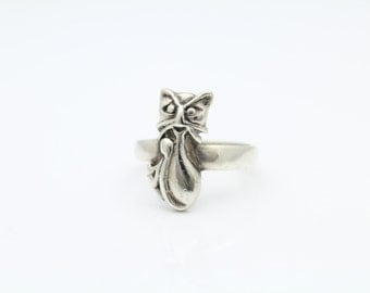 Vintage Cat Ring in Sterling Silver Size 7. [8158]