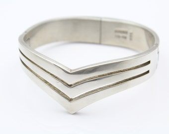 Heavy Triple-Hinged Chevron Cuff Bracelet in Solid Sterling Silver. [8511]