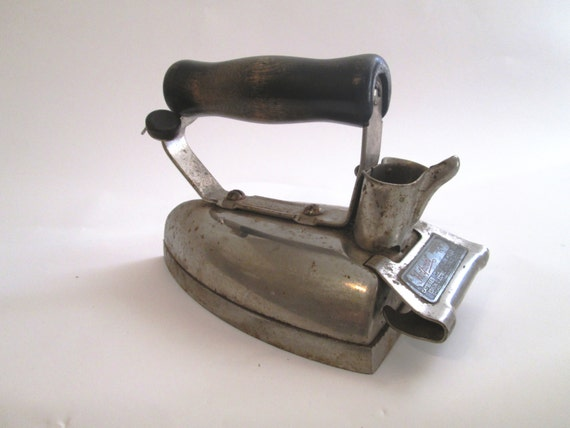 Electric Iron 1920s ~ Vintage hotpoint electric iron model r from the