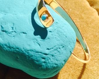 Joli bracelet demi jonc plaque or et turquoise modèle Caire