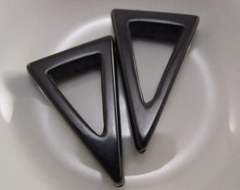 Onyx Smooth Open Triangle Bead - 1 Bead #4930