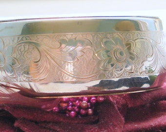 ETCHED SILVER TONE Floral Oval Bangle Clasp Bracelet 80's