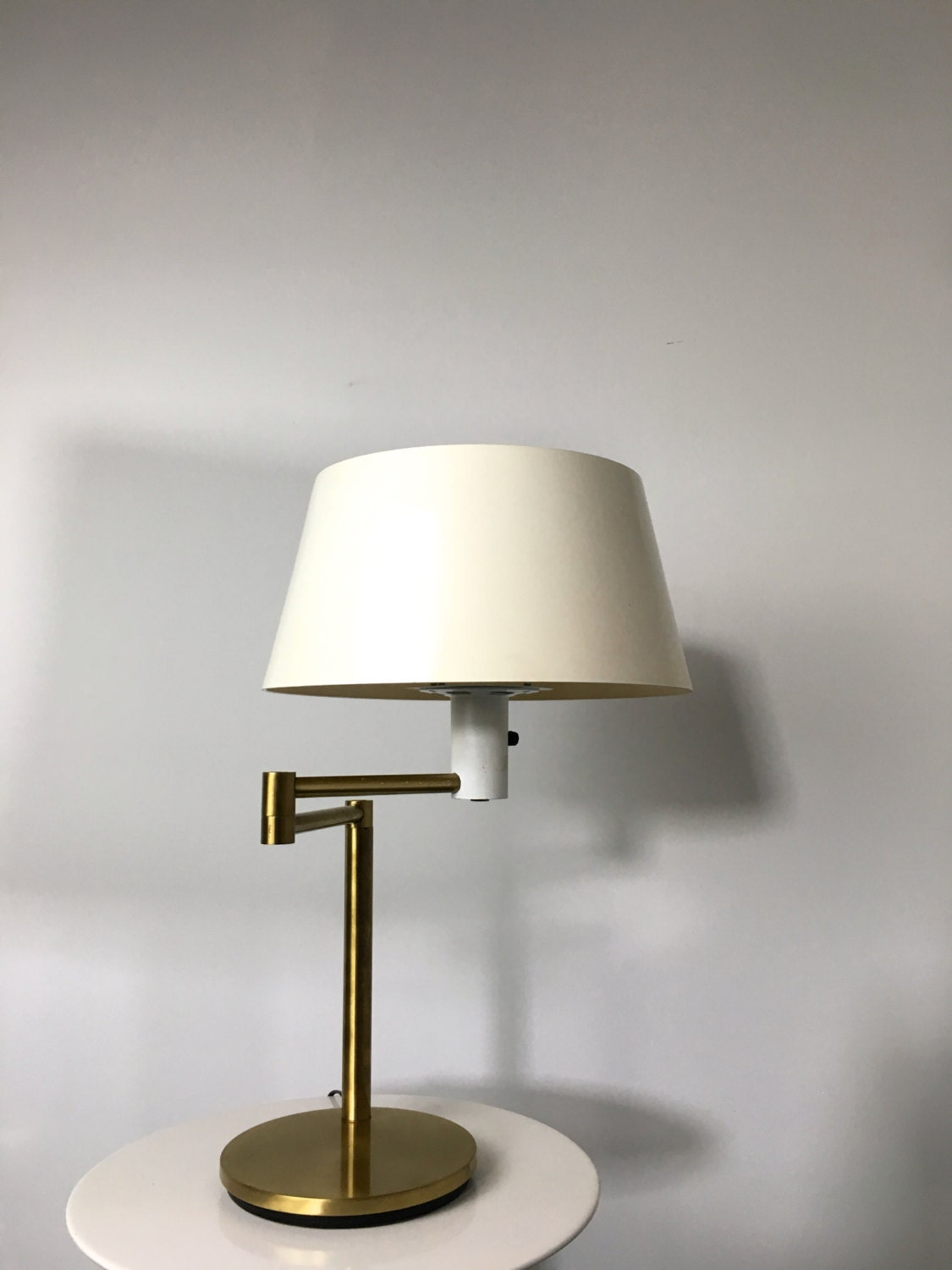 Rare vintage gerald thurston for lightolier mid century modern rare vintage gerald thurston for lightolier mid century modern brass swing arm table desk lamp geotapseo Image collections