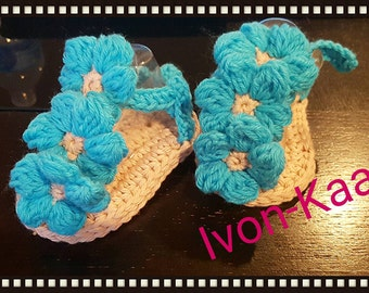 Sale Baby girl  crochet shoes sandals with big flower, flipflop, gladiator 0-12 months, MADE TO ORDER..