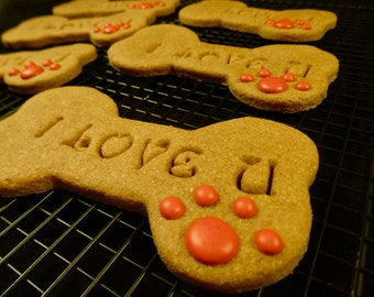 "Dog Treats: Homemade Organic ""I Love You"" Dog Cookie"