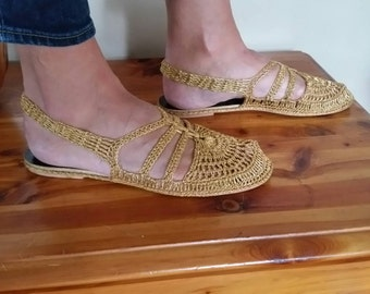 Stunning 1960s Bertlyn Gold Crocheted Slipper/Shoes Sz L 8-8.5