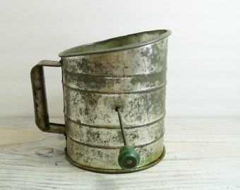 Vintage Perfect Flour Sifter Green Wooden Handle 5 Cup Measuring 1940s