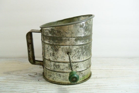 Vintage Perfect Flour Sifter Green Wooden Handle 5 Cup Sifter 1940's