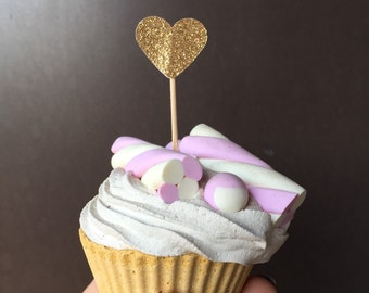 TAG 4 mini cup cakes