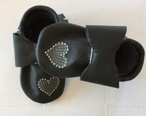 Black Heart Moccasins//custom moccasins//embroidery//baby shower gift//birthday gift//baby moccasins//toddler moccasins//booties//handmade