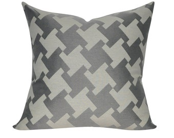 """Loom and Mill 22"""" x 22"""" Modern Houndstooth Decorative Pillow"""