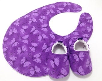 Purple Butterfly Baby Shoes and Bib Gift Set, Soft Sole Baby Shoes, Baby Booties, Baby Shower Gift, Toddler slippers, Purple Baby Shoes