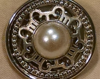 Pearl Accent Snap Button.