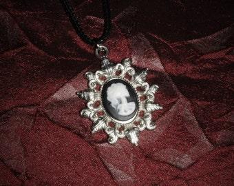 Chain 18 x 13 [skull cameo - silver]