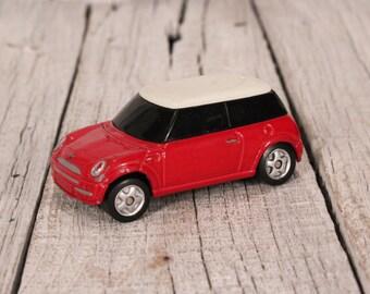 Vintage car MINI COOPER, Red car Mini Cooper, Collectible cars, Maisto collectible cars, Diecast model car, 1/18th scale Mini Cooper car