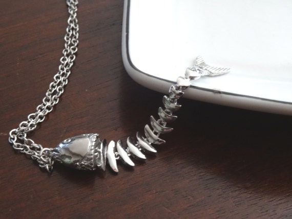 Fish skeleton necklace moving anatomical by peculiarcollective for Fish bone necklace