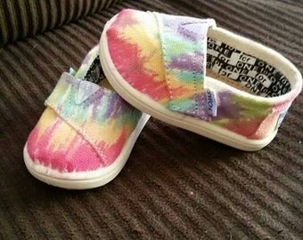 Tie dyed toddler toms size 4