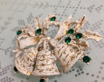 Beautiful Vintage 1950's Dodds Christmas Brooch, Green Crystals, Ivory and Goldtone Bells and Holly, Excellent Condition, Signed.