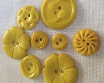 Yellow button, yellow flower button, lot of buttons, plastic buttons, pierced buttons, retro buttons, craft buttons, vintage buttons